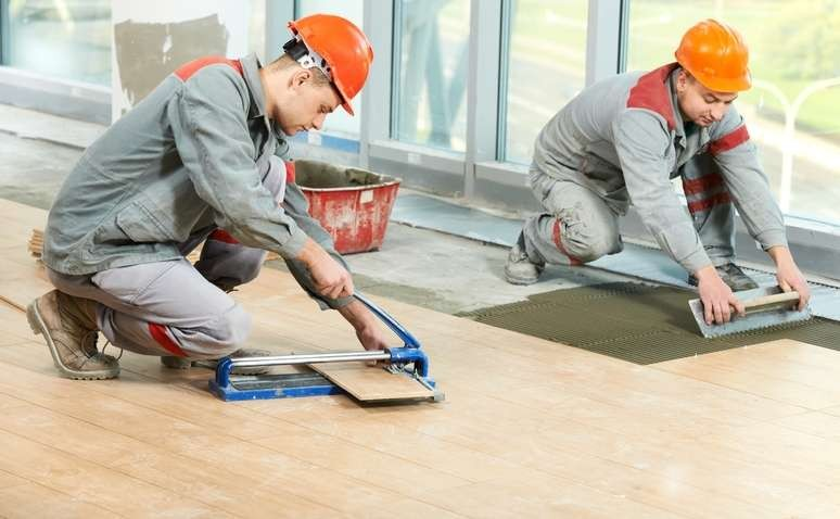 Laminate flooring with installation
